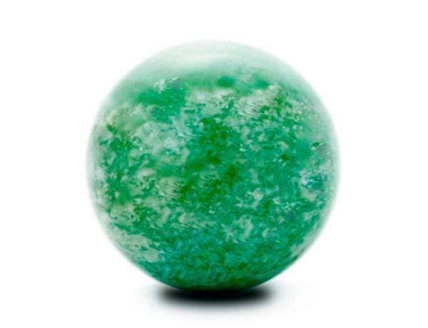 камень оберег нефрит