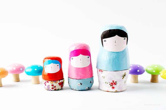http://sayyestohoboken.com/wp-content/uploads/2012/11/DIY-Sweet-Nesting-Dolls-by-Penelope-and-Pip-Finished3.jpg