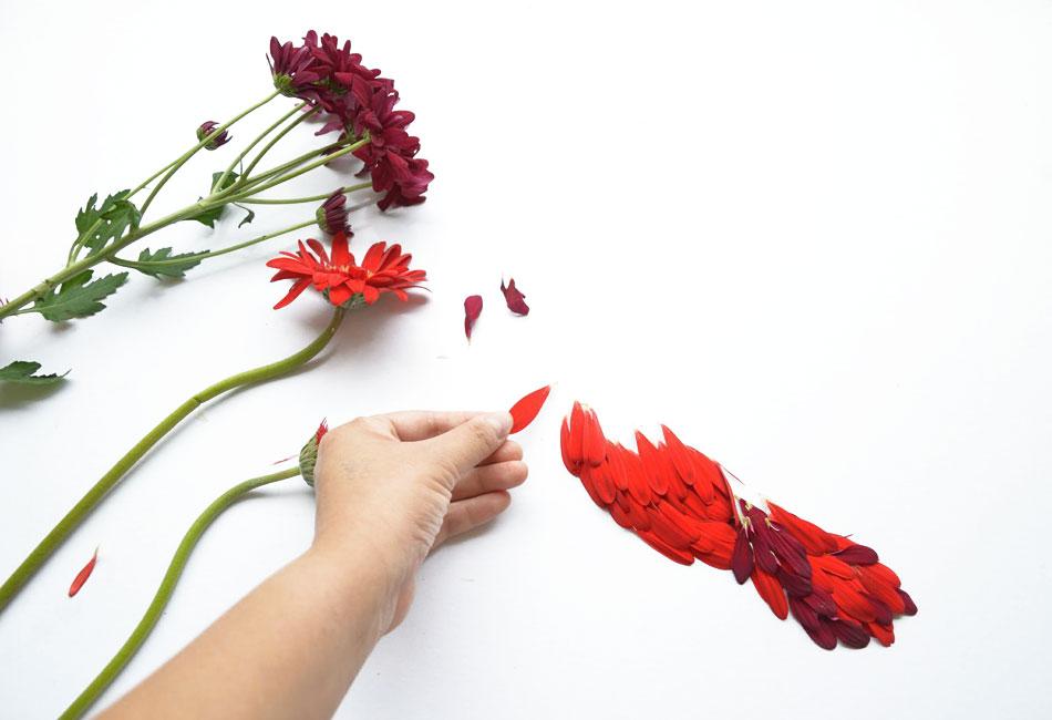 Цветы из необычных материалов своими рука